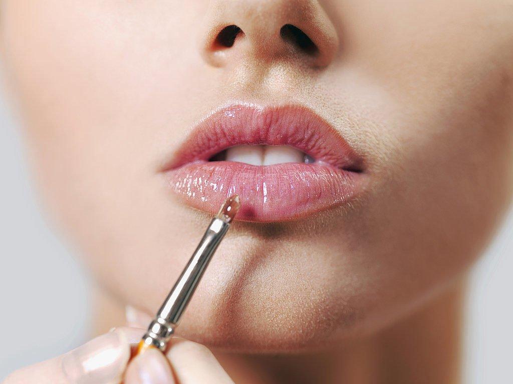 Как правильно наносить блеск для губ