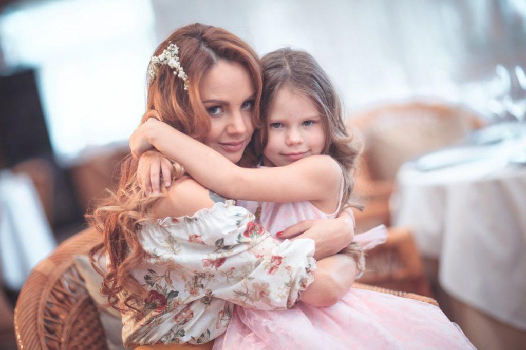певица максим и дочь