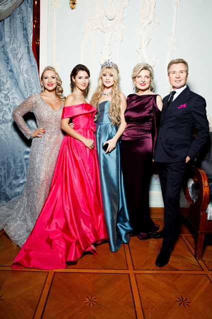 Екатерина Одинцова с дочерью Диной Немцовой и Александр Малинин с женой Эммой и дочерью Устиньей