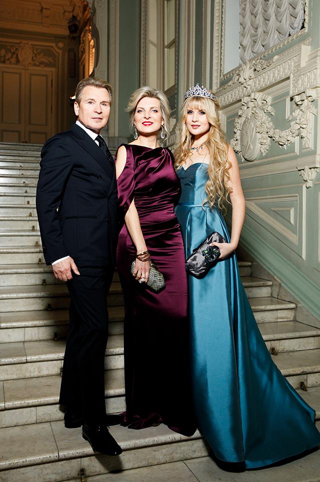 Александр Малинин с женой Эммой и дочерью Устиньей