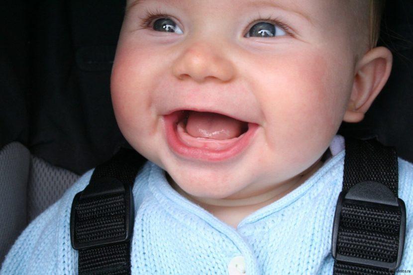 Первые зубки у малыша. Помощь при их прорезывании