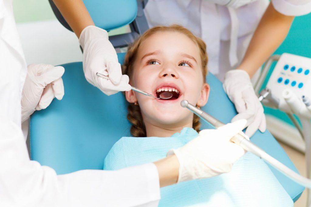 лечить ли молочные зубы ребенку