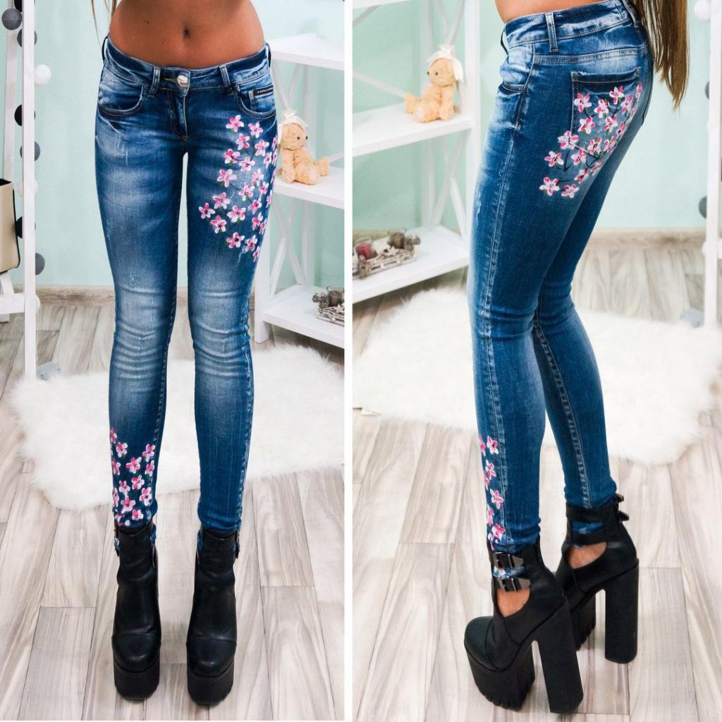джинсы аппликациями