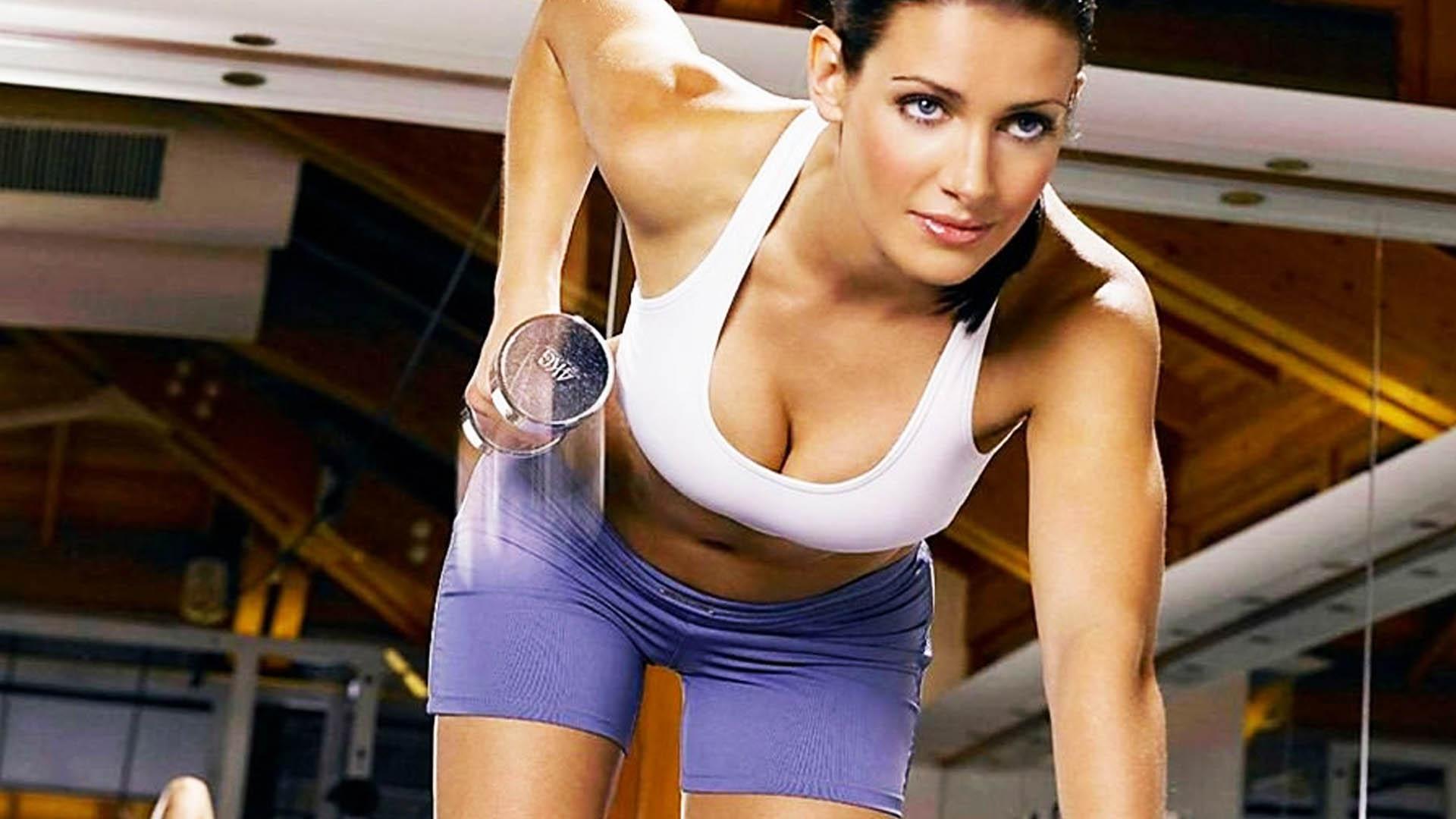 Упражнения для увеличения грудей