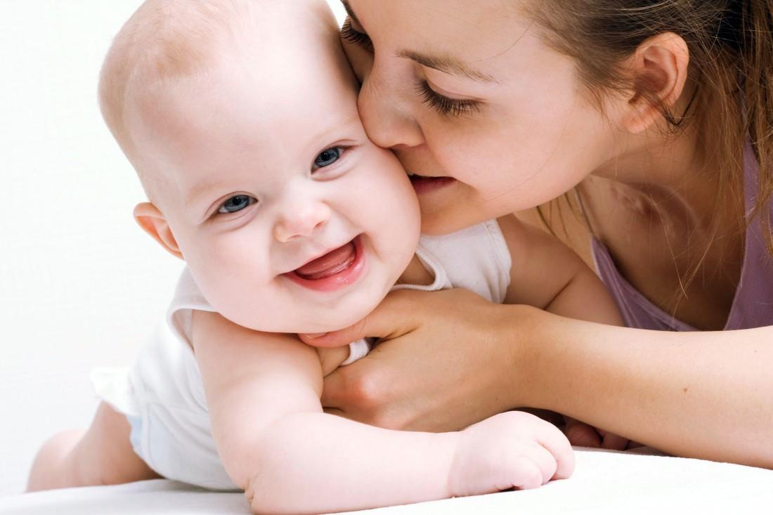 Колики у новорожденного. Причины и способы лечения