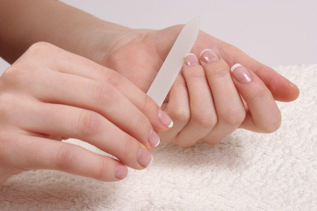 почему слоятся ногти что делать