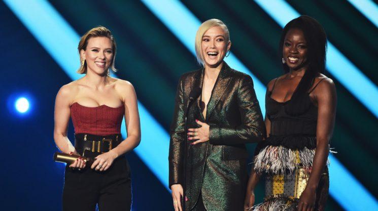Виктория Бекхэм, Мила Кунис, Ким Кардашьян и другие на красной дорожке People's Choice Awards 2018