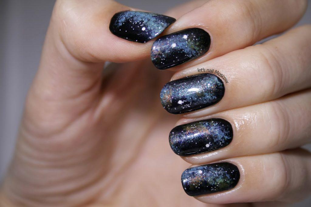 Маникюр в стиле космоса на длинных ногтях