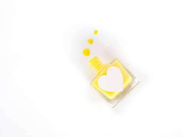 желтый лак для маникюра