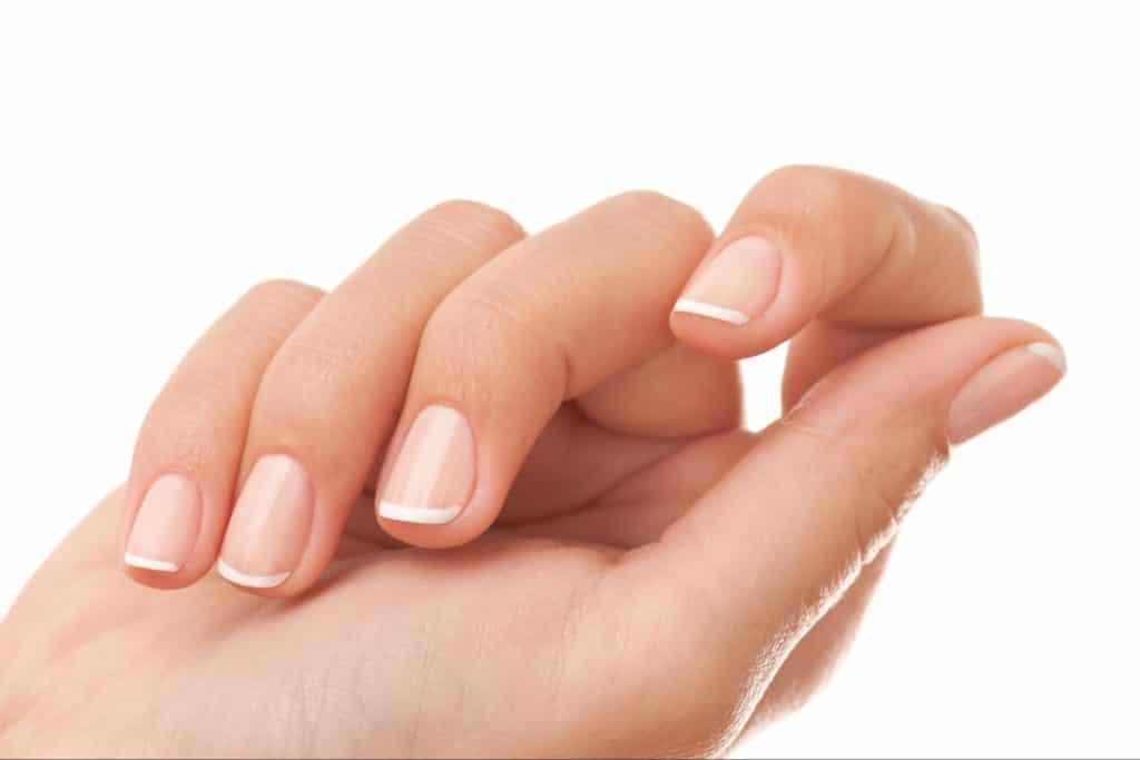 Рецепты, которые могут помочь избавиться от желтых ногтей