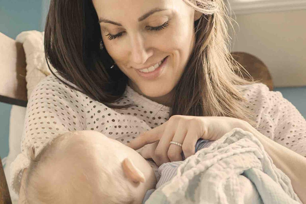 Новорожденного не нужно отнимать от матери