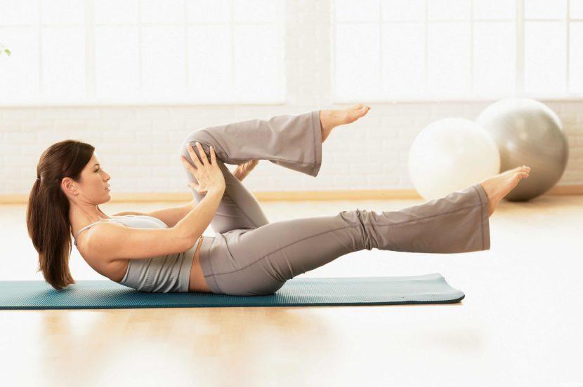 Пилатес для похудения для начинающих: правила и техника выполнения упражнений