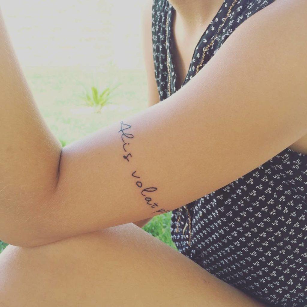 тату надписи на латыни для девушек