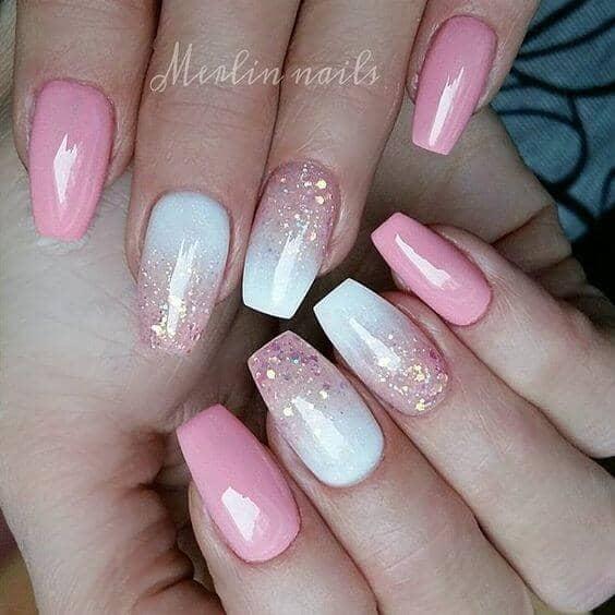 50 идей для акрилового маникюра - Акриловые ногти розового оттенка с золотыми блестками