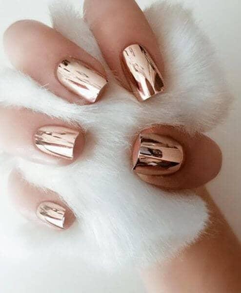 50 идей для акрилового маникюра - Короткие ногти с бронзовым блеском