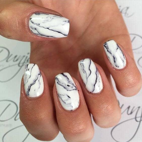 50 идей для акрилового маникюра - Белый мраморный дизайн ногтей