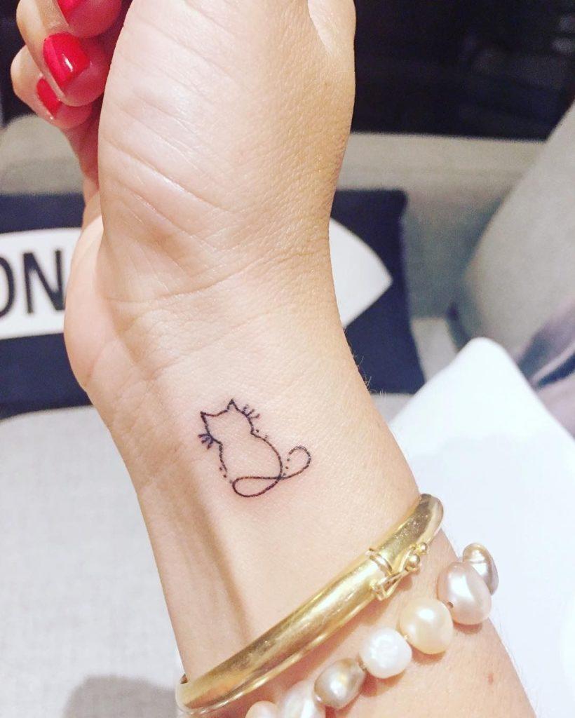 идеи для маленьких татуировок котенок