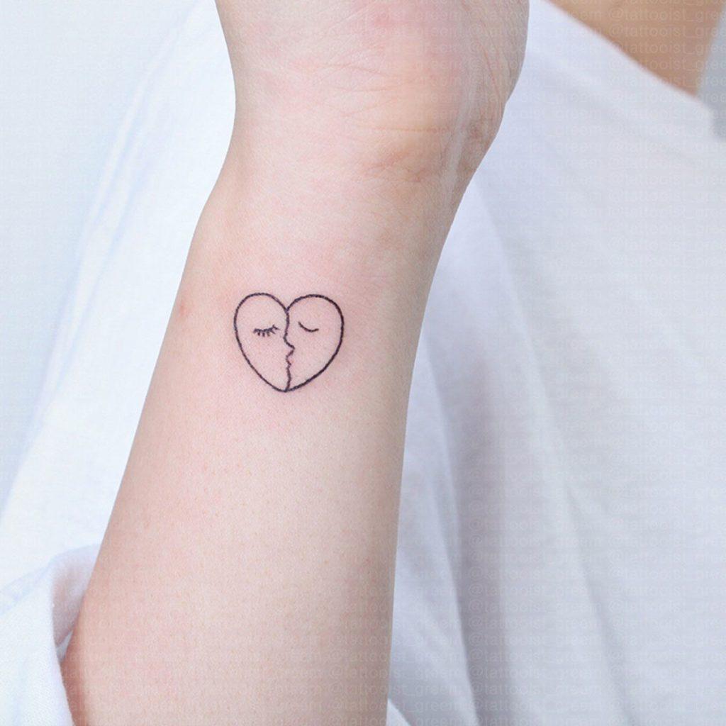 идеи для маленьких татуировок поцелуй