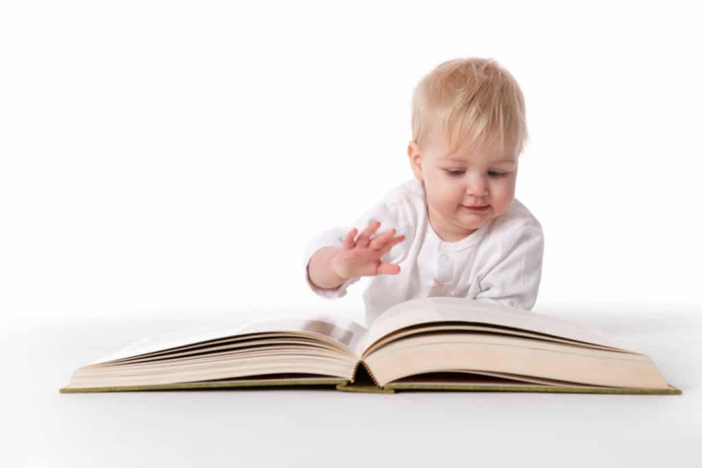 Как приучить малыша к книге?