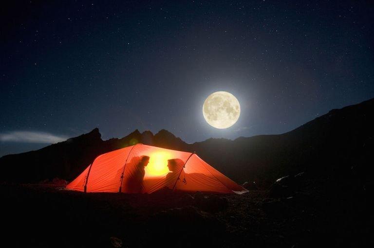 идея для свидания переночевать в палатке