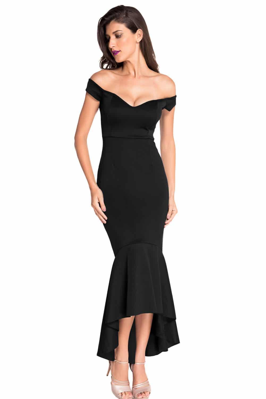 Облегающее черное платье
