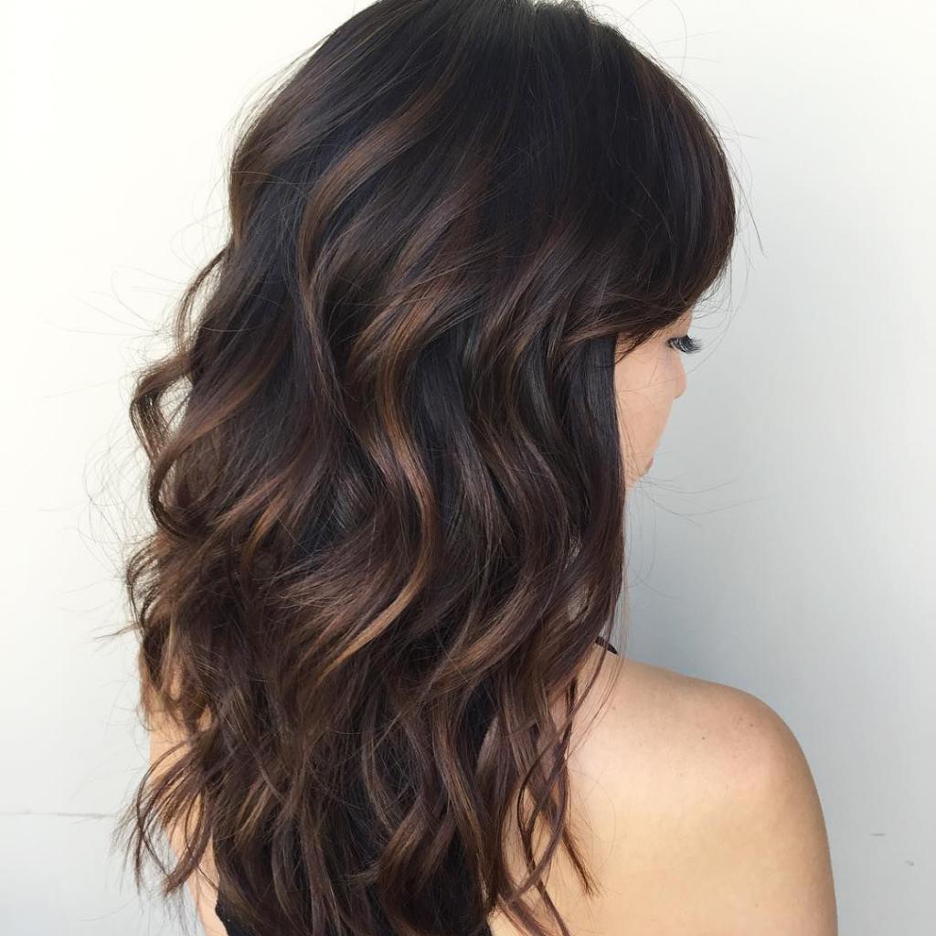 Темные волосы с золотистым оттенком