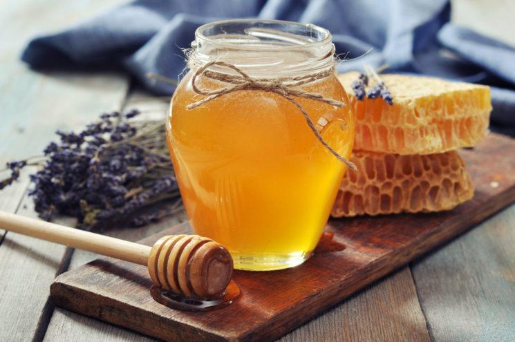 Как проверить мёд и купить правильный?