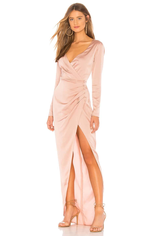 атласное вечернее платье с длинным рукавом