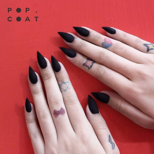 острые матовые ногти