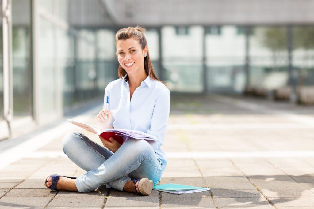 нужно ли девушке второе высшее образование