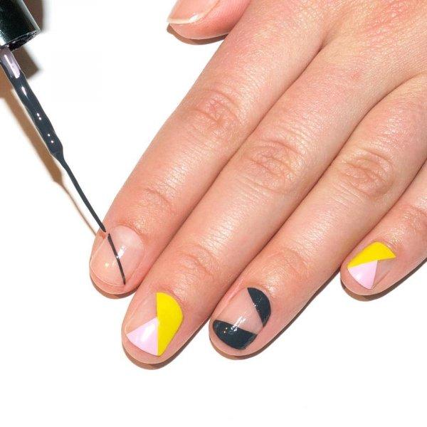 желтый и зеленый лак на ногтях