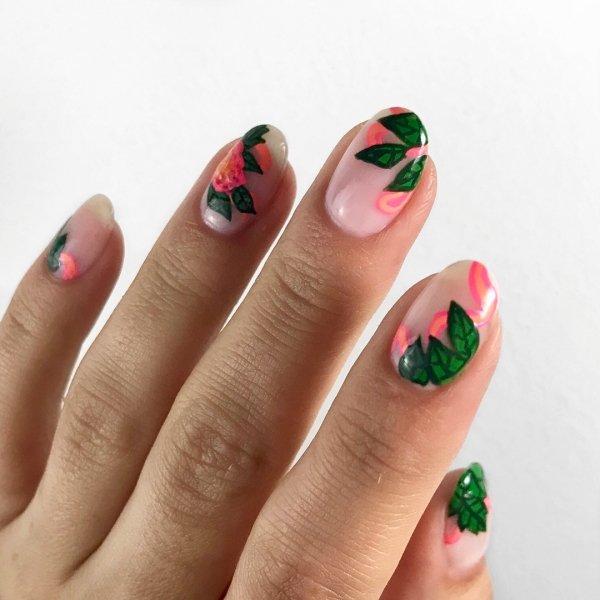 дизайн ногтей с цветами и листьями
