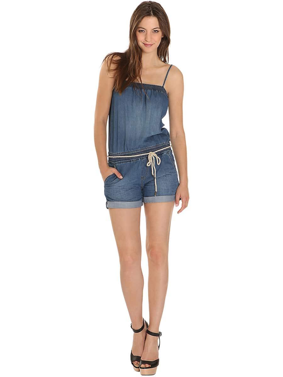 джинсовый кобинезон на голое тело