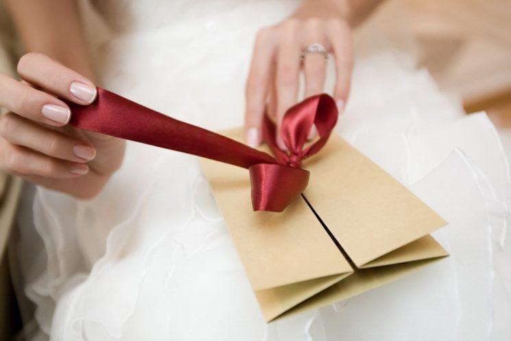 Что можно, а что не стоит дарить на свадьбу : практические советы