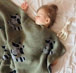 Вяжем для малыша плед
