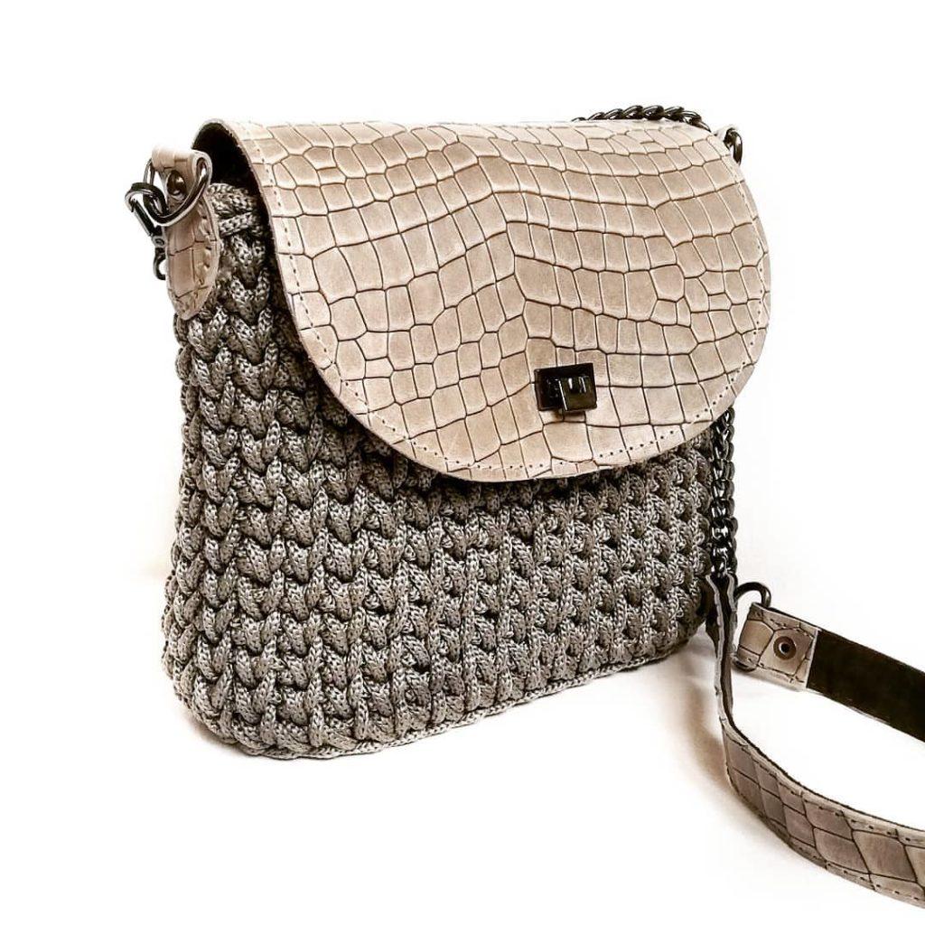 модная вязаная сумочка