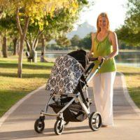 Прогулки с грудничком: советы молодым мамам