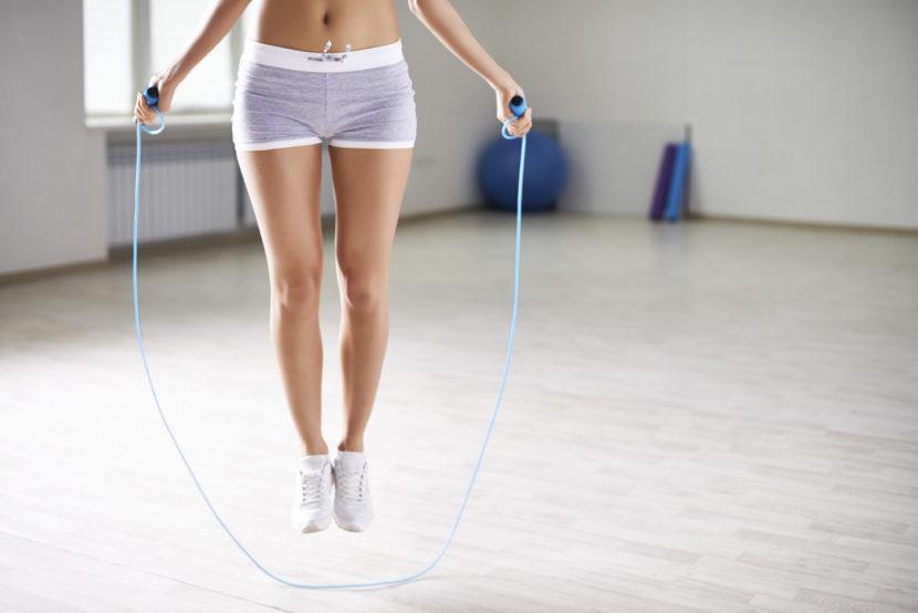 Упражнения со скакалкой: как легко похудеть