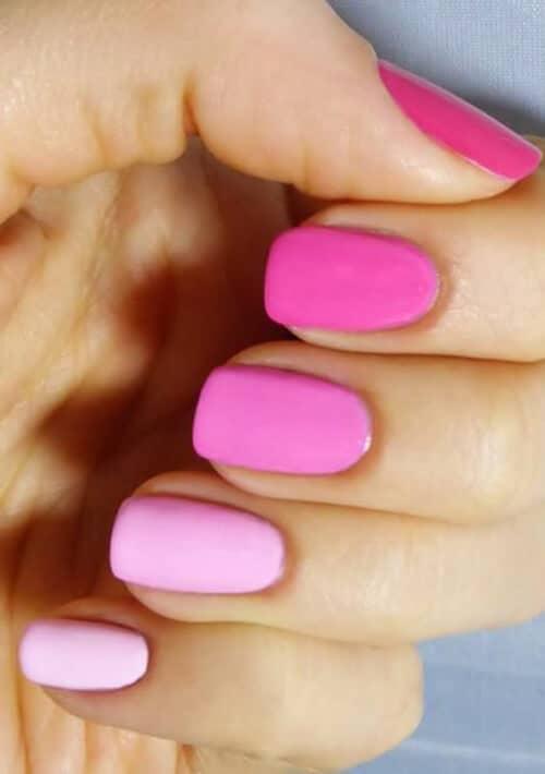 Розовый градиентный маникюр