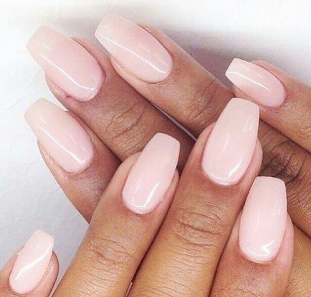 Классический пастельный розовый маникюр на средние ногти