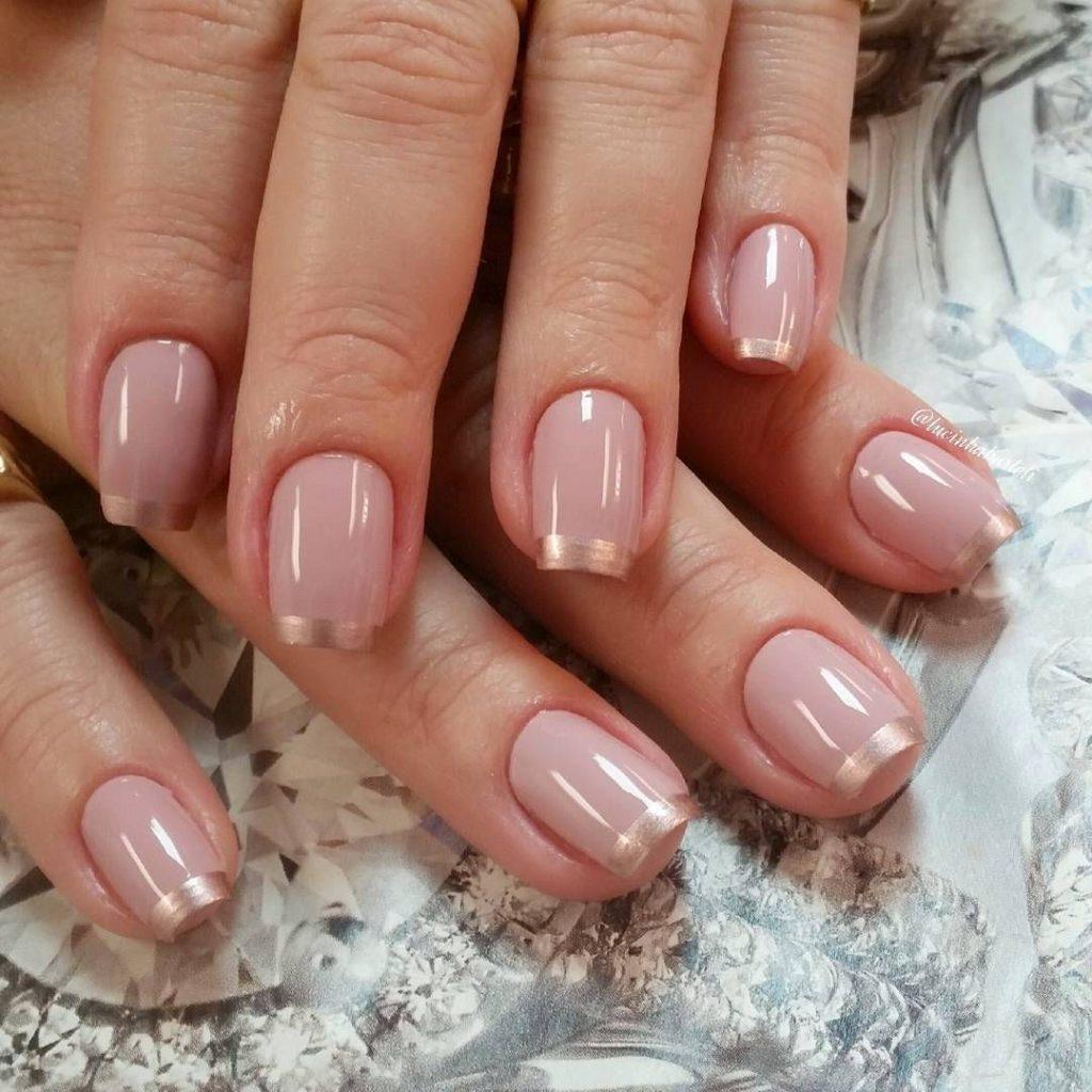 Розовый французский маникюр с золотыми кончиками