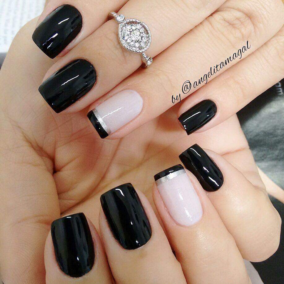 Черный дизайн ногтей с полосатыми кончиками