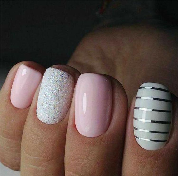 Серебряные полоски с розовыми и серебряными ногтями