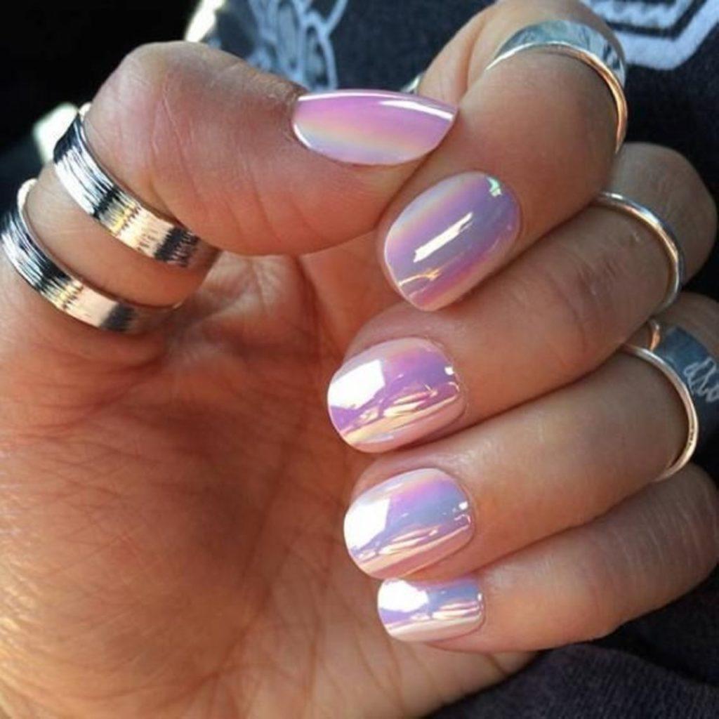 Радужный перламутровый маникюр на длинные ногти