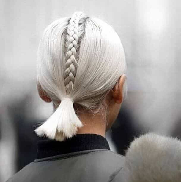 Короткая стрижка на светлые волосы с плетением