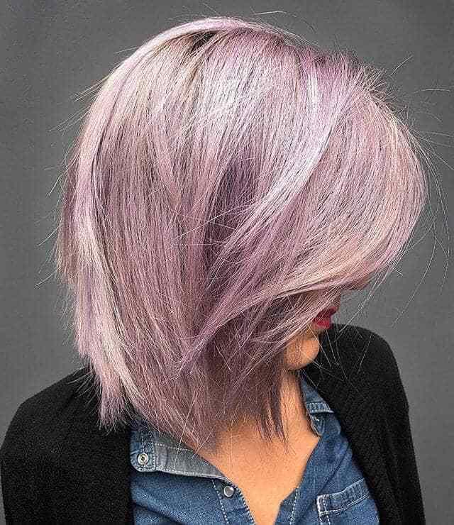 Яркая прическа для коротких прямых волос