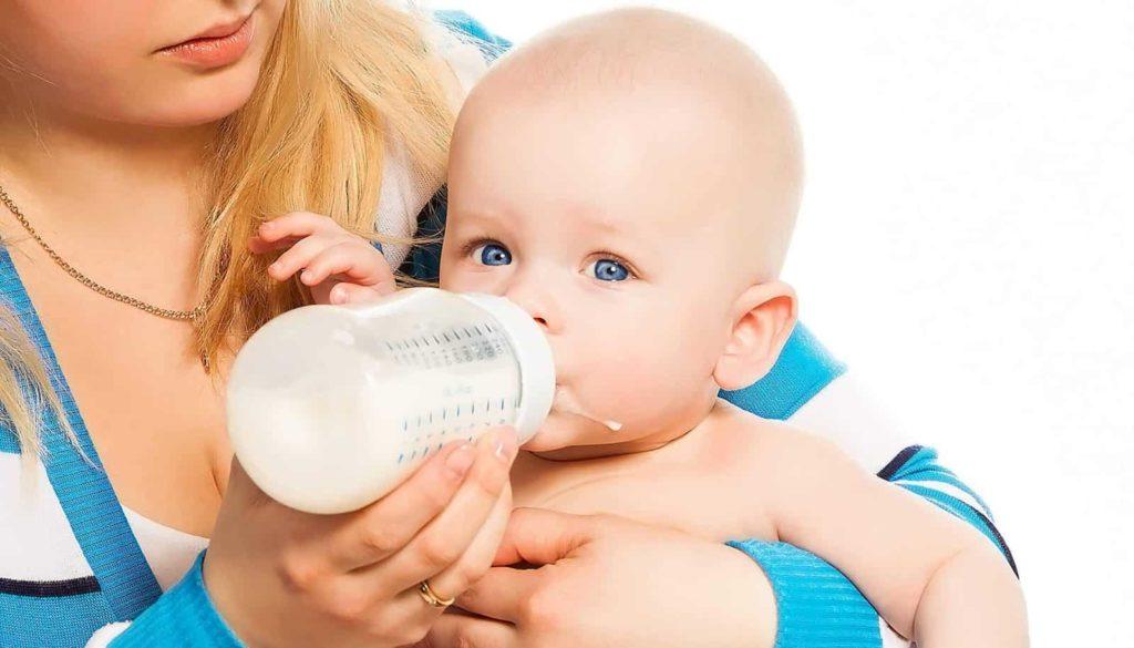 Какая смесь для новорождённых лучше: виды и советы