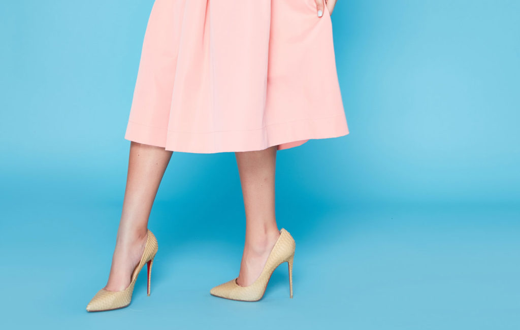 Расслабляем ножки после ходьбы на каблуках