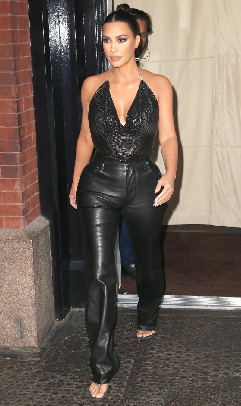 Ким Кардашьян в стильном образе