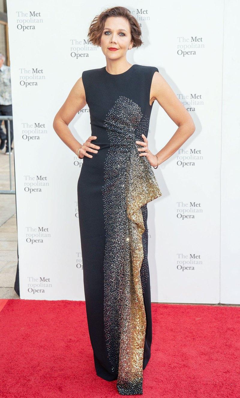 Мэгги Джилленхол в стильном платье